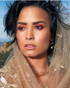 Demi Lovato makeup looks awesome