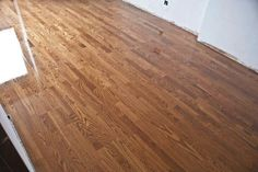 Teñido de un parquet multicapa de roble 3 lamas Hardwood Floors, Flooring, Ten, Barcelona, New Homes, Oak Tree, Wood Floor Tiles, New Home Essentials, Hardwood Floor