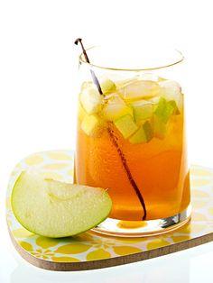 Kaum etwas erfrischt mehr, als gut gekühlter Eistee. Besonders dann, wenn er selbst gemacht ist und man den Zuckergehalt selbst bestimmen kann.
