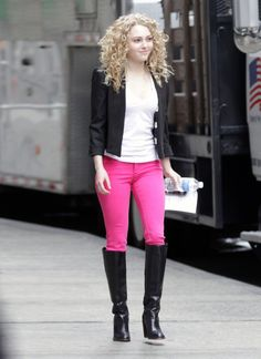 Actress Anna Sophia Robb is pictured here on set as young Carrie Bradshaw of hit HBO series ?Sex In The City? filming ?Carrie Diaries? on Ap...