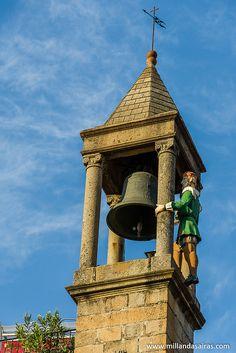 Y en lo alto del campanario del Ayuntamiento... el abuelo Mayorga!