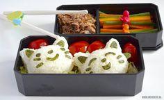 Deze Japanse bento is gevuld met rijst-katjes (die je maakt met een rijstvormpje), yakiniku (Japans vleesgerecht) en groente. Gevarieerd, gezond en lekker!