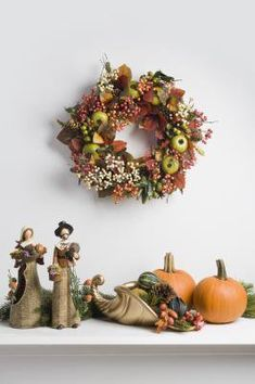 Door wreaths are a common holiday decoration, but more and more people are finding ways to incorporate those door wreaths into a year-long interior décor.