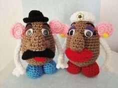 Cute Vintage Crochet amigurumi Toy. Pattern includes both Mister Spud and Mrs. Spud. Crochet Hook Set, Love Crochet, Diy Crochet, Crochet Crafts, Crochet Dolls, Crochet Projects, Crochet Ideas, Crochet Baby, Vintage Crochet Patterns