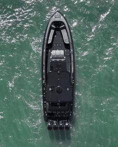 Midnight Express total black 😍😍😍 By Fast Boats, Cool Boats, Speed Boats, Small Boats, Power Boats, Yacht Design, Boat Design, Rhib Boat, Deck Boat
