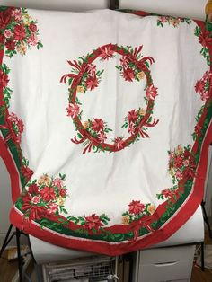 """VTG Christmas Table Cloth 72"""" Oval Poinsettia Holly Red Green Fabric Cutter 80s #FallaniCohn"""
