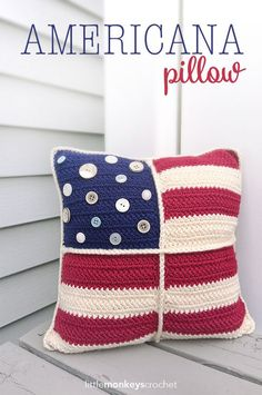 Crochet Stitches Design Americana Throw Pillow Cover Free Crochet Pattern - Trying making some of these free crochet American flag patterns and patterns featuring stars and stripes or red, white and blue themes. Holiday Crochet, Crochet Home, Crochet Crafts, Crochet Yarn, Crochet Stitches, Crochet Projects, Free Crochet, Crochet Summer, Free Knitting