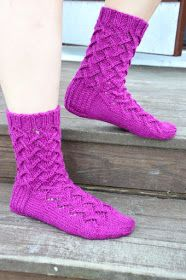 KARDEMUMMAN TALO: Tuttavuus FB:stä - Sirkka Knitting Charts, Knitting Socks, Boot Cuffs, Knit Crochet, Boots, Villas, Crocheting, Inspiration, Fashion