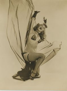 Burlesque Dancer Winnie Garrett - The Flaming Redhead (vintage 8x10 photo)