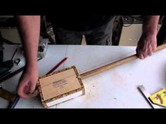 - http://www.RootsMusicSchool.com to learn to play the Diddley Bow - In this video Justin Johnson and Blind Kiwi teach how to build and play a one-string gui...