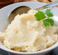 "Healthy Comfort Food Hack: Creamy Cauliflower Mashed ""Potatoes"""