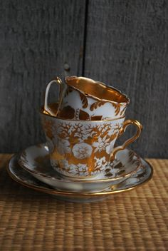 vintage gilt tea cups and saucers
