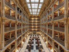George Peabody Library。美しすぎてまるでオペラハウスのようです。