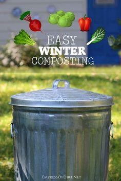 easy to continue collecting compost for your garden during the cold, winter months. You just need these simple tips.It's easy to continue collecting compost for your garden during the cold, winter months. You just need these simple tips. Garden Compost, Garden Soil, Vegetable Gardening, Kitchen Gardening, Veggie Gardens, Diy Compost Bin, Compost Container, Winter Vegetables, Organic Vegetables