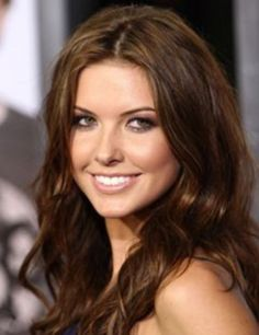 medium-light chestnut brown hair color with gold and red undertones Color Chocolate Claro, Cabello Color Chocolate, Chocolate Brown Hair Color, Brown Hair Shades, Brown Hair Colors, Audrina Hair, Audrina Patridge Hair, Chestnut Brown Hair, Reddish Brown