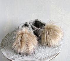 Women Fluffy Fur Slippers Grey Toe Ballet Flats Womens Slippers Faux Fur Pom-Poms Pom Pom Ball Non-Slip Knit House Slippers and Socks