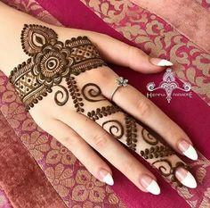 Latest Eid Mehndi Designs for hands 2018 Mahndi Design, Mehndi Decor, Mehndi Art, Henna Art, Henna Mehndi, Mehndi Dress, Mehndi Tattoo, Hand Henna, Mehndi Designs For Fingers
