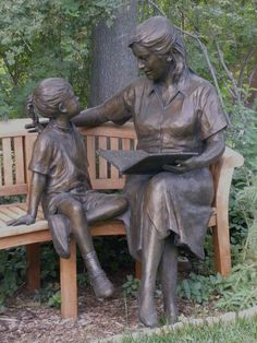 Mother Reading to Daughter bronze sculpture - photo by Charles Yurchak (Cha Li), via Flickr;  in Santa Fe, NM
