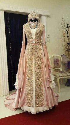 henna organization pictures, henna night, henna organization … – About Wedding Dresses Pretty Outfits, Pretty Dresses, Beautiful Outfits, Bridal Outfits, Bridal Dresses, Prom Dresses, Caftan Gallery, Muslim Wedding Dresses, Dress Wedding