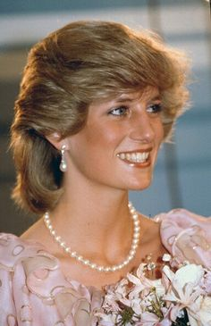 News Photo : Diana, Princess of Wales attends a gala concert. Diana, Princess of Wales attends a gala concert during a tour of Australia on April 1983 in Melbourne, Australia. Princess Diana Fashion, Princess Diana Pictures, Princess Diana Family, Real Princess, Princess Of Wales, Lady Diana Spencer, Duke And Duchess, Duchess Of Cambridge, Prinz Philip
