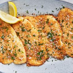 Garlic Parmesan Flounder Will Have You Running To The Fish Market - - Even Ariel would love it. Fish Recipes, Seafood Recipes, Gourmet Recipes, Dinner Recipes, Cooking Recipes, Healthy Recipes, Chicken Recipes, Baked Flounder, Pisces