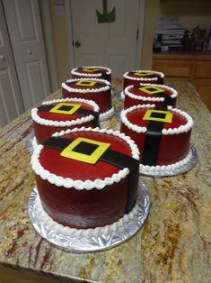 Santa Cakes - White Cake/Buttercream/mmf decorations...made for my fellow teachers at school. TFL #cakepiping