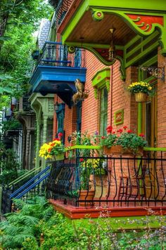 The green house in the Le Plateau borough of Montreal, Quebec, Canada! photo by Martin-Montreal in Pictures Mont Royal Montreal, Montreal Ville, Of Montreal, Montreal Travel, Colourful Buildings, Beautiful Buildings, Colorful Houses, Blue Houses, Beautiful World