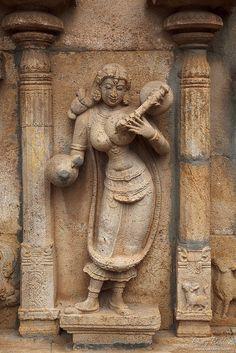 Bas reliefes in Hindu temple. Anatomy Sculpture, Art Sculpture, Stone Sculpture, Indian Temple Architecture, Ancient Architecture, Beautiful Architecture, Ancient Indian Art, Ancient Art, Asian Sculptures