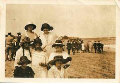 """""""Baños de ola en la playa de El Sardinero de Santander en 1925""""."""