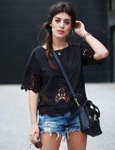 Dulceida con camiseta de Pepa Loves. Detalles de crochet en mangas y bajo.
