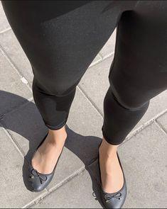 Pantyhose Fashion, Black Pantyhose, Nylons, Chanel Ballet Flats, Ballet Shoes, Hosiery, Tights, Stockings, Legs