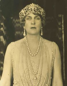 Shortly after her wedding the Queen opened the tiara and started wearing it in its current form: