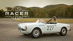 An incredible video of a racer 1959 Alfa Romeo Giulietta Spider Veloce speeding up on the track.