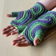 Octavo Fingerless Gloves - free crochet pattern