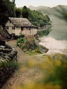 - My site Beautiful Homes, Beautiful Places, Farm Cottage, Country Lifestyle, Cottages By The Sea, Home Vegetable Garden, Indian Homes, Winter Scenery, Next At Home