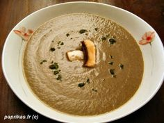 Recette soupe aux champignons et à la moutarde par Nadia : Voici une soupe bien parfumée..Ingrédients : poulet, persil, poivre, café, moutarde