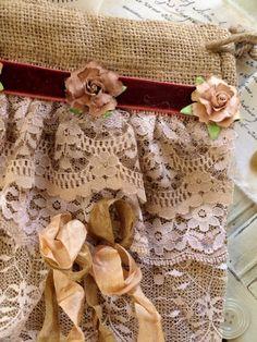darling burlap bag with lace trim