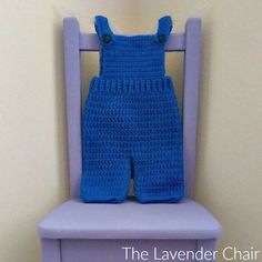 For both boys and girls this overall crochet pattern is so cute. It would make the perfect pattern for your little minion! For both boys and girls this overall crochet pattern is so cute. It would make the perfect pattern for your little minion! Crochet Baby Dress Free Pattern, Crochet Baby Pants, Crochet Romper, Crochet Toddler, Crochet Bebe, Crochet For Boys, Newborn Crochet, Crochet Clothes, Crochet Patterns