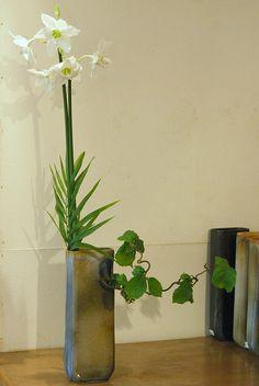 Ikebana by Linda van der Salm, Ohara School by Otomodachi, via Flickr