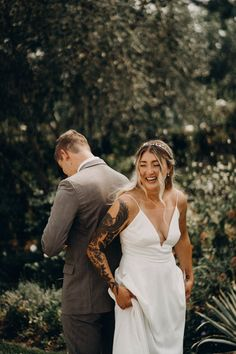 Private wedding vow ceremony before wedding ceremony | Image by Lukas Korynta Wedding Blog, Wedding Ceremony, Private Wedding, Fall Color Palette, Garden Wedding Inspiration, Before Wedding, Make Up Your Mind, Makeup Yourself, Couple Photos