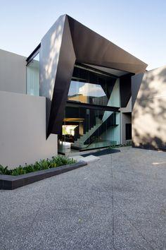 Kloof Road House | Entrance | Nico van der Meulen Architects #Design #Architecture #Steel #Concrete