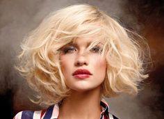 Il biondo non è solo un colore di capelli, ma un vero e proprio stile di vita. La chioma bionda è da sempre segno di fascino e femminilità, le nuance sono