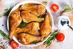 Sütőbe a csirkével! 3 könnyű sütőben sült csirke recept - PROAKTIVdirekt Életmód magazin és hírek Meat Recipes, Chicken Recipes, Dinner Recipes, Baked Chicken Legs, Meat Chickens, Business Card Mock Up, Le Chef, Baked Potato, Spices