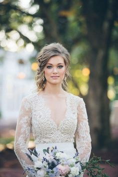 16 Seriously Chic Vintage Wedding Hairstyles | vintage hair style to the side | weddingsonline