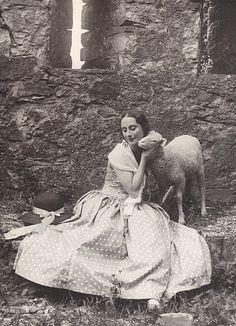 Anna Pavlova at the Castello di Vigoleno, 1925. Photo: Studio fotografico Moreschi.