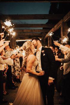 Romantic Wedding Receptions, Luxe Wedding, Wedding Coral, Wedding Groom, Romantic Weddings, Wedding Ideas, Romantic Wedding Photos, Wedding Poses, Wedding Pictures
