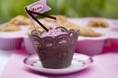 Die Cupcakes mit feiner Himbeercreme schmecken wunderbar frisch und nicht zu süß, passen also prima zum hoffentlich sonnigen Muttertags-Kaffeekränzchen.