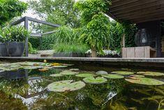 Tuinstijl: Modern, minimalistisch en Scandinavisch - Stek Woon & Lifestyle Magazine Oil Barrel, Garden Deco, Outdoor Furniture Sets, Outdoor Decor, Garden Inspiration, Curb Appeal, Terrace, Garden Design, Pergola