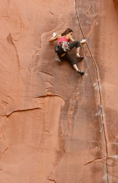 Grieta on a well protected sandstone finger crack. More