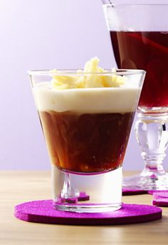 Hot marzipan punch: Roibush tea is flavored with amaretto. A topping of cream and marzipan on top – a dream! Hot marzipan punch: Roibush tea is flavored with amaretto. A topping of cream and marzipan on top – a dream! Water Recipes, Detox Recipes, Marzipan, Winter Drink, Vodka, Punch Recipes, Detox Drinks, Cocktail Recipes, Smoothies